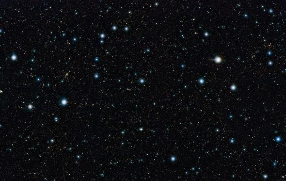 De VISTA-telescoop toont meer dan 200.000 verre sterrenstelsels. Het is de breedste en meest diepe hemelopname ooit. Bron: ESO.org