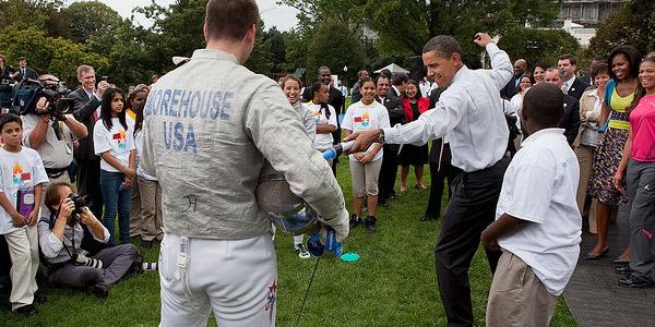 Ziet u hoe goed Obama met het lichtzwaard overweg kan? Wie heeft er dan nog een Death Star nodig? Foto: The White House (via Flickr.com).