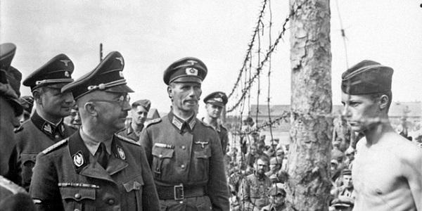 Heinrich Himmler inspecteert een concentratiekamp in Polen. Foto: Recuerdos de Pandora.