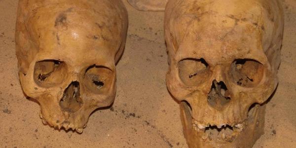 Stoffelijke resten die in de tombe zijn teruggevonden. Foto: Universiteit van Granada.