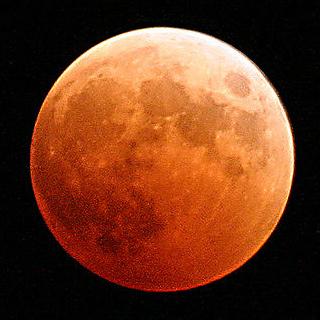 De maan: het hemellichaam dat de aarde ophoudt. Foto: Scott Taylor (via Wikimedia Commons).