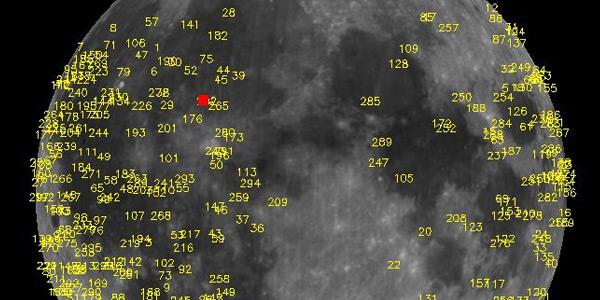 inslagen op de maan, de grote explosie is rood gekleurd
