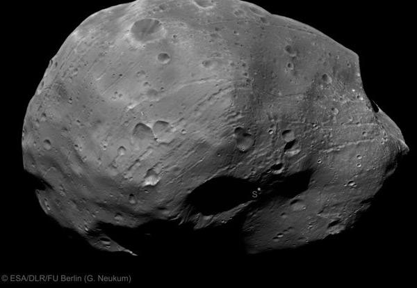 Een prachtige close-up van Phobos. Afbeelding: ESA / DLR / FU Berlin (G. Neukum).