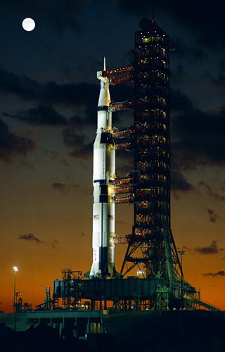 Saturnus V, kort voor de allereerste lancering. Afbeelding: NASA.