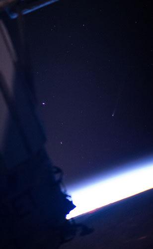 ISON gezien vanuit het internationale ruimtestation.  Deze foto werd gemaakt op 23 november. Foto: NASA.