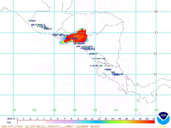 De zwaveldioxidepluim (rood) bereikt ook buurlanden Honduras en Nicaragua.