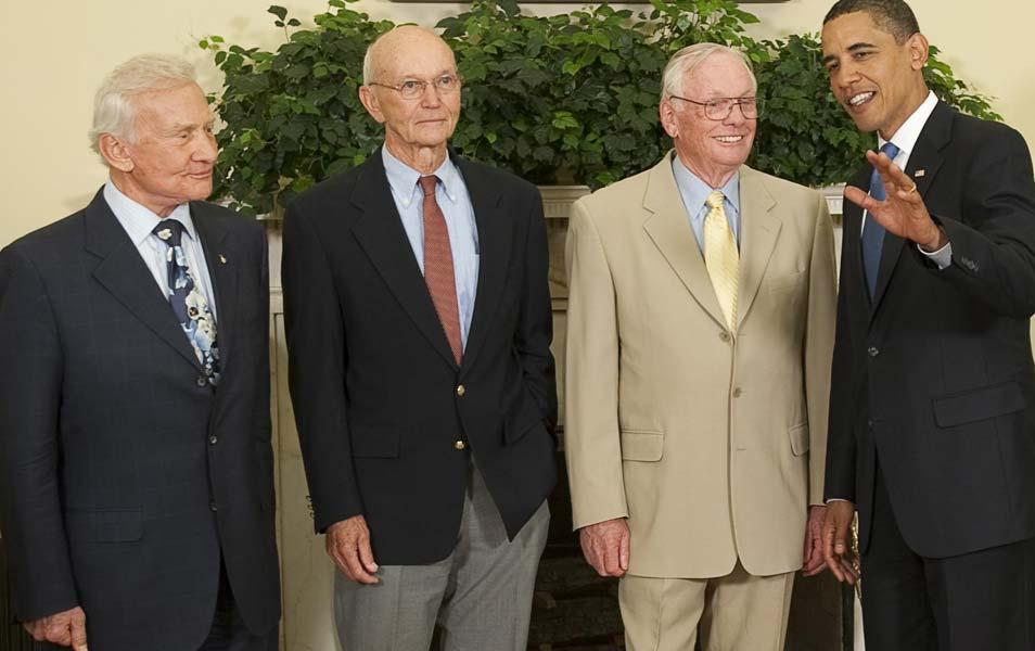 Op audiëntie bij de president. Van links naar rechts: Aldrin, Collins en Armstrong. Afbeelding: NASA / Bill Ingalls.