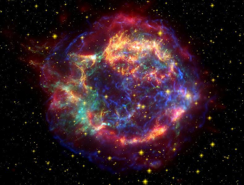 Een unieke foto. Voor het eerst is een jonge neutronenster geobserveerd. Deze ster is in het centrum van de nevel te zien als een blauw stipje. De neutronenster bevindt zich in de Cassiopeia A-supernova.
