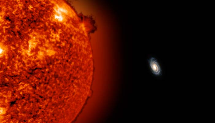 Hoe ziet ons Melkwegstelsel er precies uit vanaf ULAS J0744+25? Deze visualisatie laat de rode reuzenster en onze Melkweg zien. Wat is de afstand groot, nietwaar?