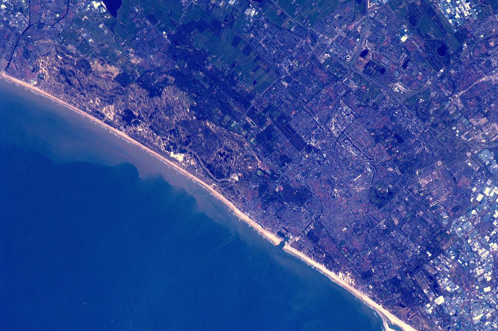 De pier van Scheveningen: vanuit het ISS te spotten.