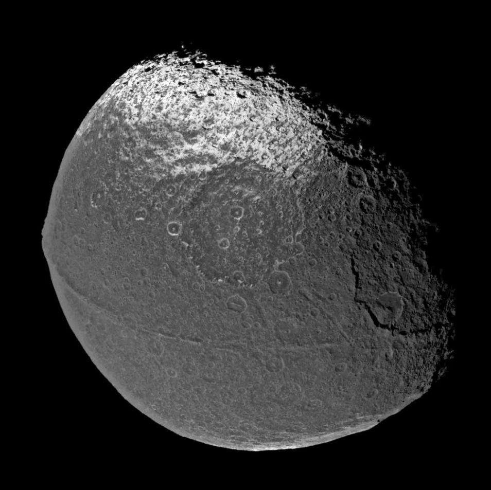 Het is wel duidelijk waarom Iapetus het koosnaampje 'walnoot' heeft...