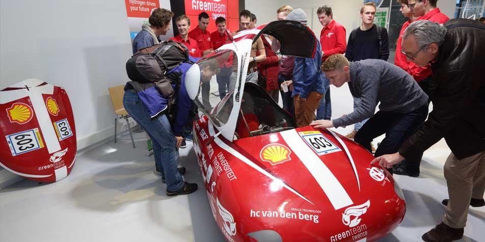 De nieuwe waterstofauto is een stuk flitsender dan het ontwerp van vorig jaar.
