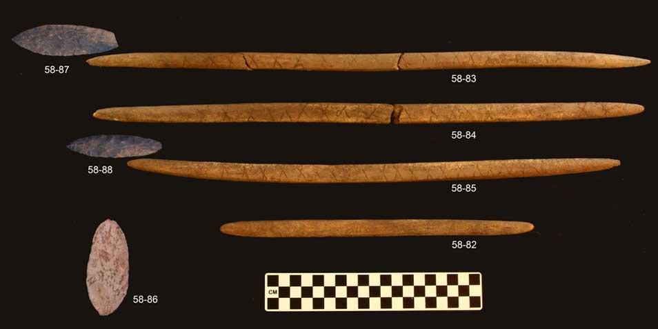 De objecten die in het graf werden aangetroffen. Afbeelding: Ben Potter.