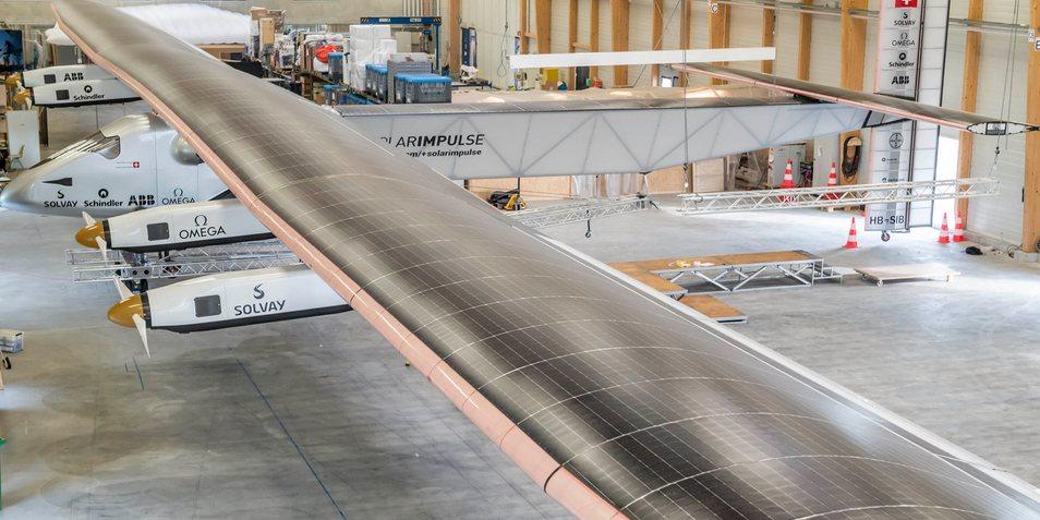 Solar Impulse 2 in de loods. Afbeelding: Solar Impulse.