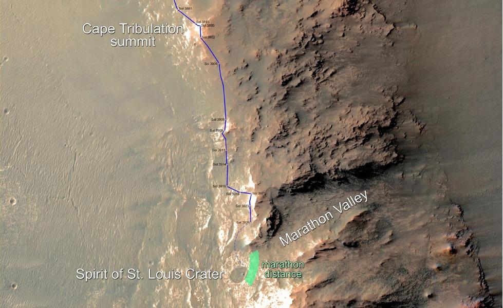 Op deze afbeelding zien we in blauw de route die Opportunity reeds heeft afgelegd. Het blauwe stippellijntje moet nog worden afgelegd en het groene gebied geeft aan waar Opportunity naar verwachting zijn marathon voltooien gaat. Afbeelding: NASA / JPL-Caltech / Univ. of Arizona.