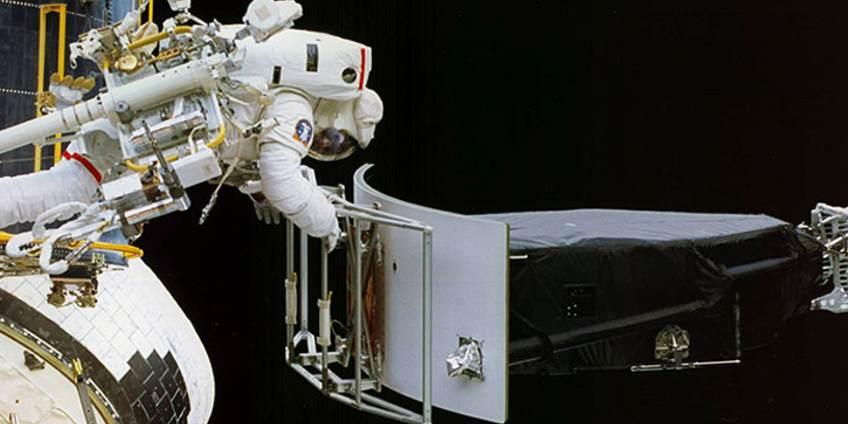 Sleutelen aan Hubble tijdens het eerste 'doktersbezoek'. Afbeelding: NASA.