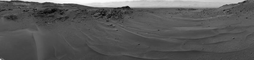 Het uitzicht van Curiosity nadat deze iets meer dan tien kilometer op de rode planeet heeft afgelegd. Afbeelding: NASA / JPL-Caltech.