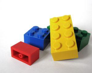 Er zijn 350 miljoen Lego-blokjes nodig voor een hele smalle brug van New York naar Londen.