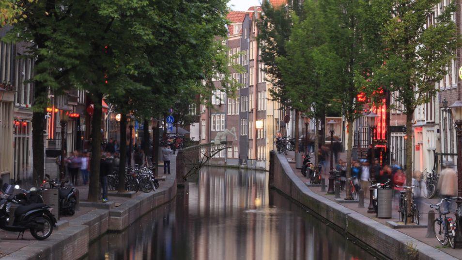 Het is nog onbekend waar in Amsterdam de brug een plekje krijgt. Misschien hier?