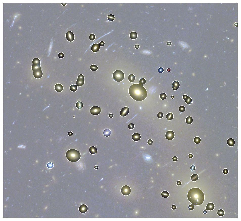 Deze sterrenstelsels zijn door de computer opgeslagen in de categorie ' elliptische sterrenstelsels'.