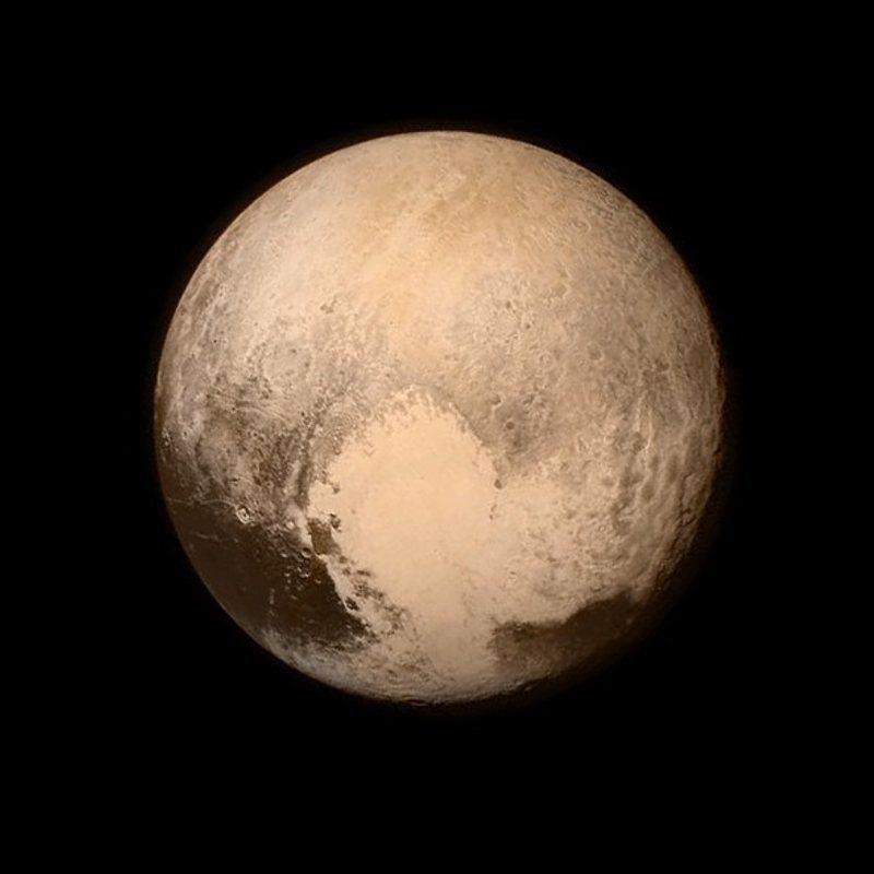 Het hart van Pluto heeft inmiddels ook een naam gekregen en is vernoemd naar de ontdekker van de dwergplaneet: Tombaugh-regio. Foto: NASA.