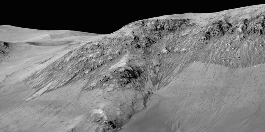 De strepen die je hier ziet, zijn in werkelijkheid zo'n 100 meter lang. Afbeelding: NASA / JPL / University of Arizona.