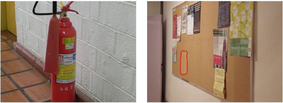 Links een echte foto, rechts een neppe foto. Een poster is digitaal verwijderd op het prikbord.