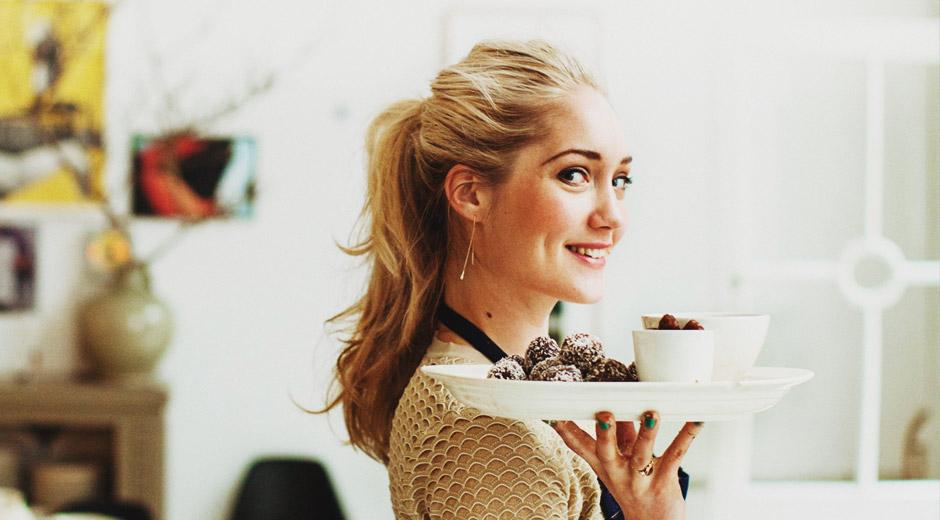 Gezond eten is een hype, waardoor veel bloggers besluiten om hierover te schrijven. Vorig jaar beweerde foodblogger Rens Kroes dat het goed is om te koken zonder geraffineerde suikers. Echter worden alle suikers op het lichaam op dezelfde manier verwerkt. De 'gezonde' recepten van Kroes leidden tot veel kritiek.