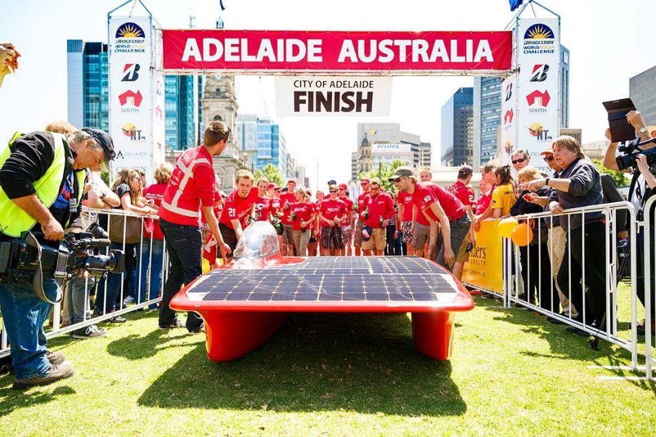 Het Solar Team Twente wint voor het eerst de zilveren medaille. Over twee jaar goud?