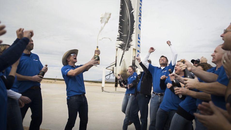 De eerste succesvolle raketlanding wordt gevierd met champagne!