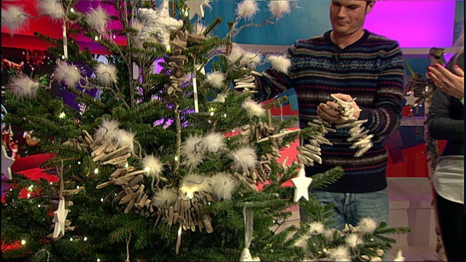 Een kerstboom perfect inrichten? Ja, het kan! Zo houd je nooit meer te veel ballen of slingers over.