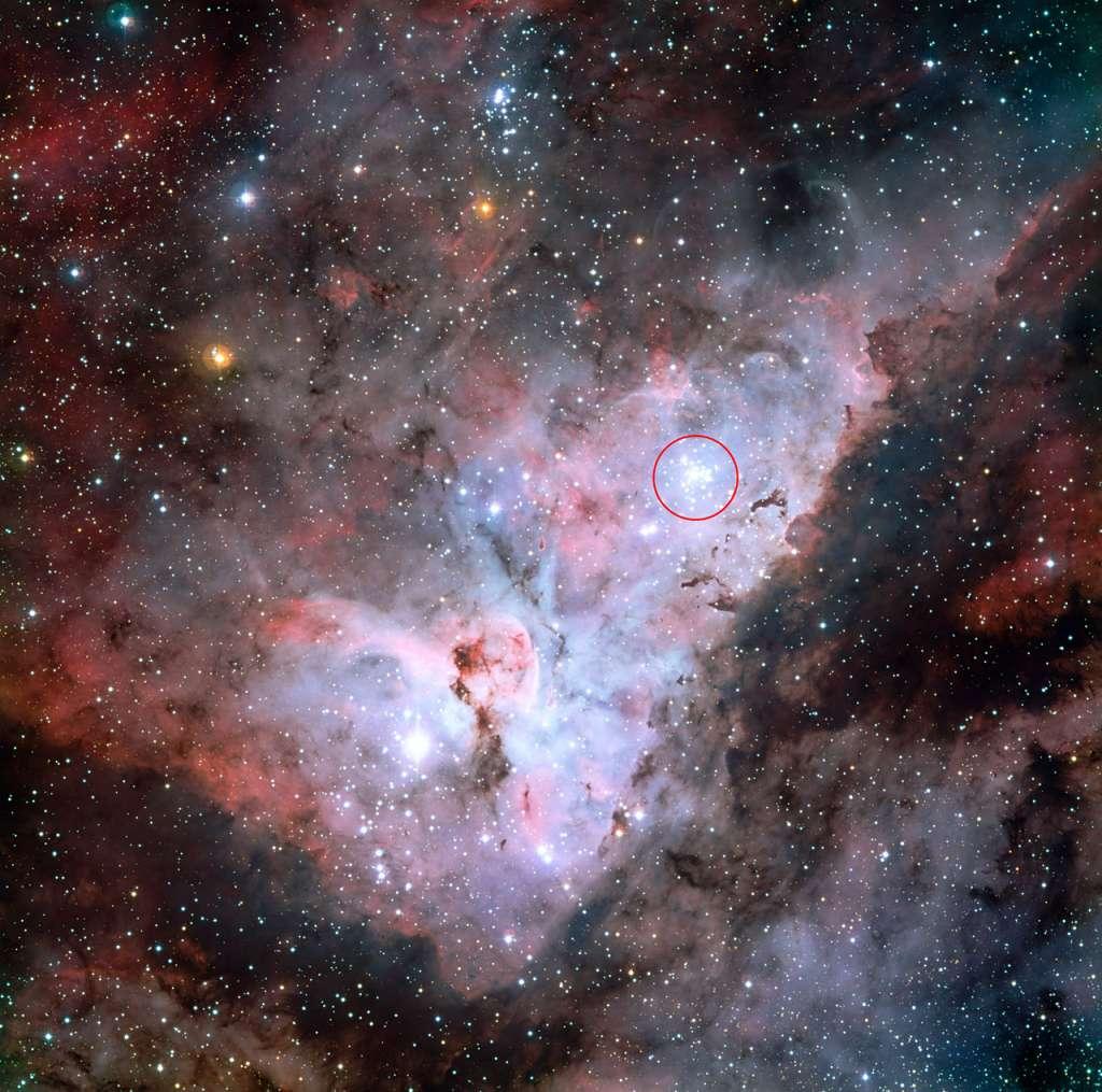 Trumpler 14 (in de cirkel) maakt deel uit  van de Carinanevel. Afbeelding: ESO.