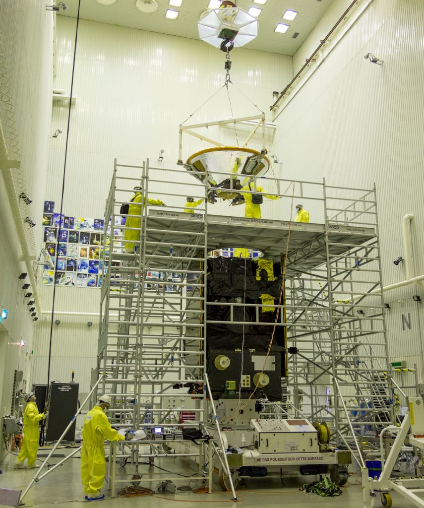 De Trace Gas Orbiter en Schiaparelli worden aan elkaar gekoppeld. Afbeelding: ESA / B. Bethge.