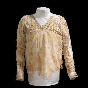 De jurk. Afbeelding: UCL Petrie Museum of Egyptian Archaeology).