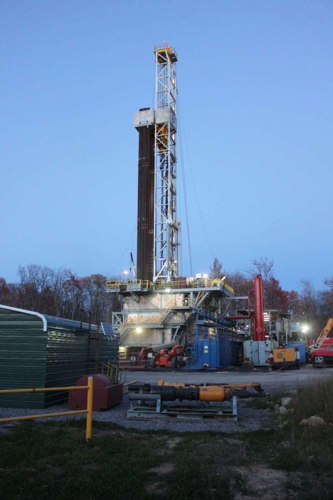 Boortoren waarmee schaliegas gewonnen wordt in Roulette, Pennsylvania (Verenigde Staten). Afbeelding: Laurie Barr (via Wikimedia Commons).