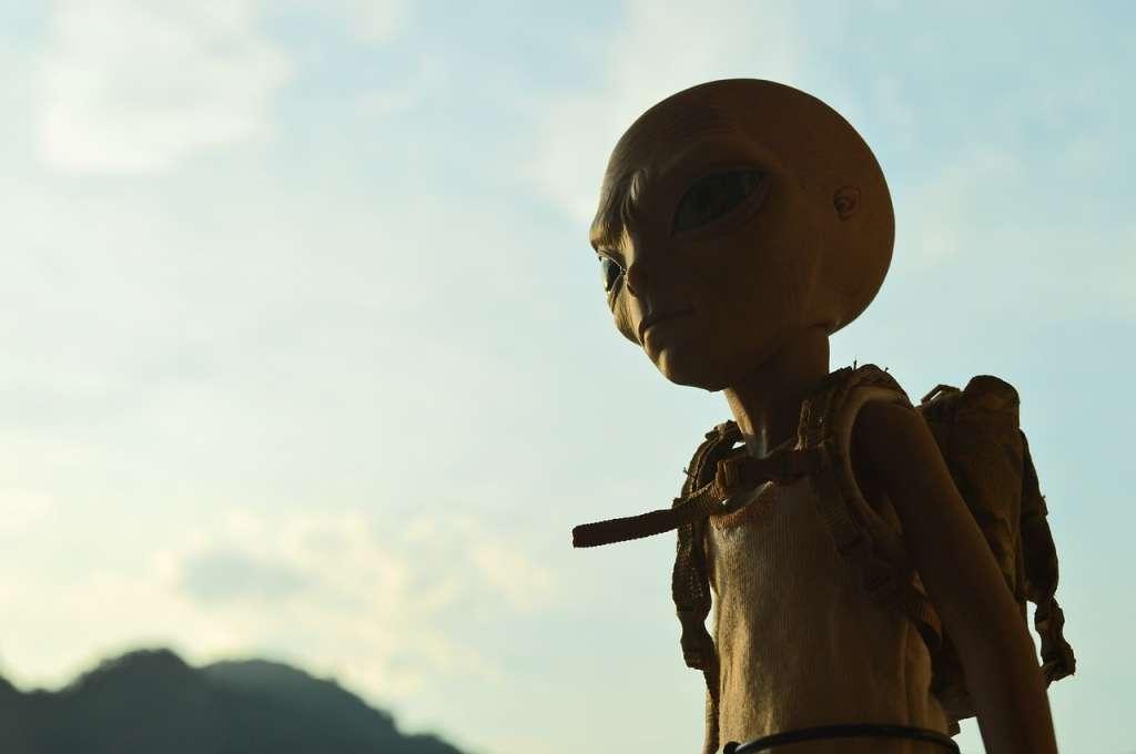 Het lijkt erop dat we nog wel even na kunnen denken over wat we als eerste tegen de aliens gaan zeggen.