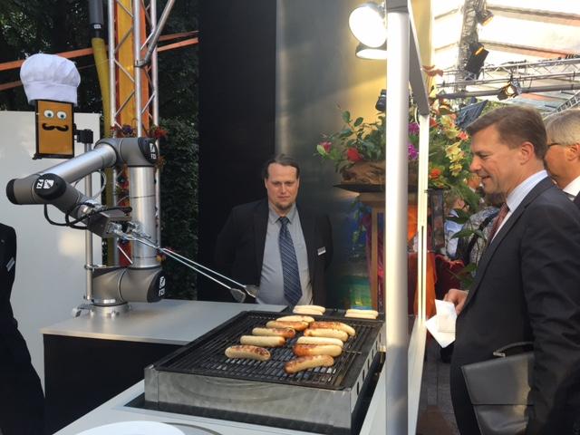 Een lekker braadworstje bakken: geen probleem voor deze robot.