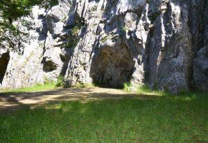 De grot van Goyet (België). Onvoorstelbaar dat hier ruim 40.000 jaar geleden Neanderthalers leefden.
