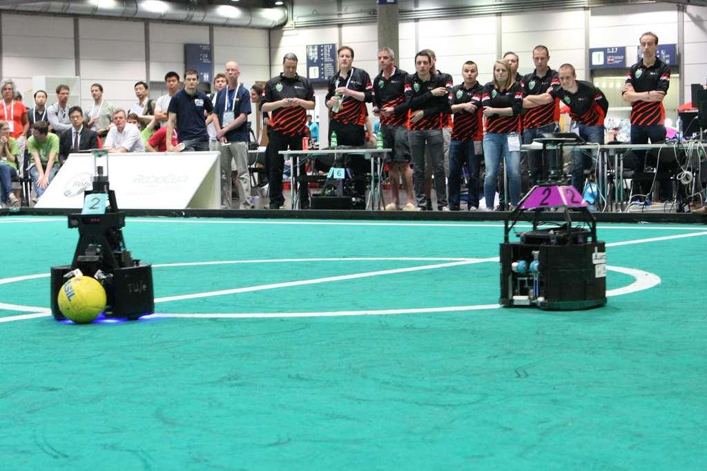 De voetbalrobots in actie. Afbeelding: Tech United Eindhoven.