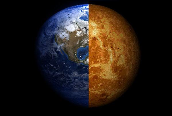 Venus (rechts) wordt ook wel het zusje van de aarde genoemd. De planeet is ongeveer net zo groot en zwaar als onze aarde. Maar de omstandigheden op Venus zijn heel anders. Zo is het er gloeiend heet en is de atmosfeer giftig. Onderzoekers verbazen zich over het feit dat twee planeten die in essentie zo sterk op elkaar leken in de loop van de tijd zo sterk van elkaar zijn gaan verschillen. Afbeelding: Rice University.