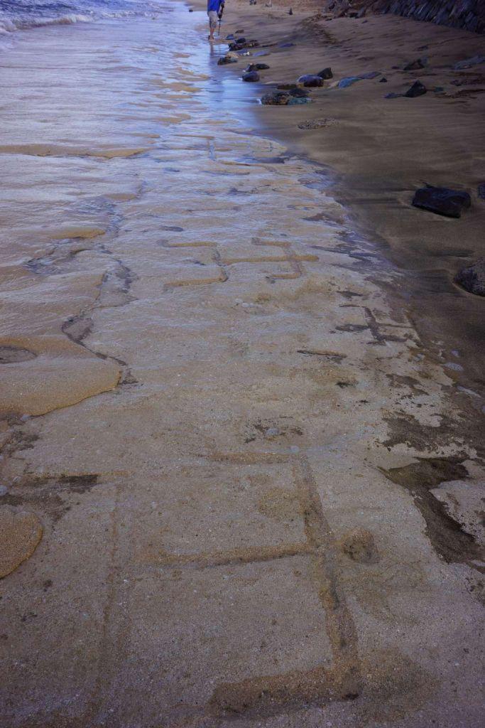 De petrogliefen op het strand. Afbeelding: Department of Land and Natural Resources Hawaii.