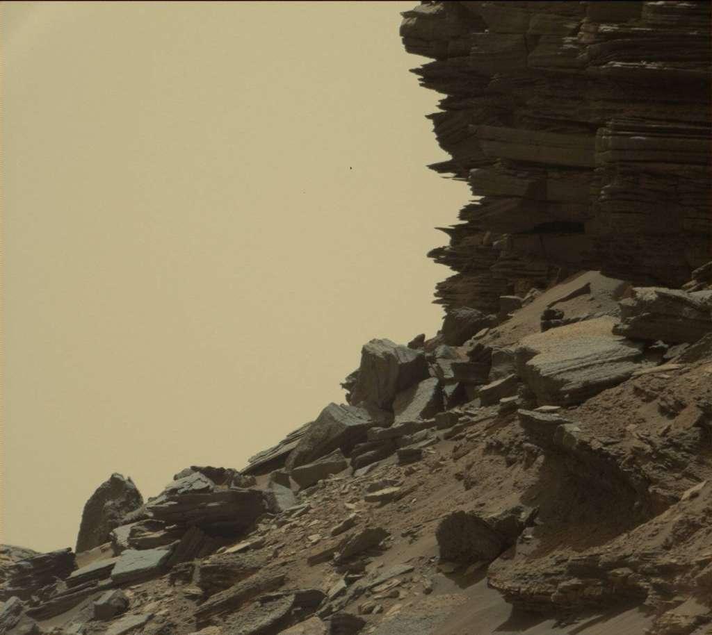 Ook op deze foto is de gelaagdheid van de gesteenten prachtig zichtbaar. Afbeelding: NASA / JPL-Caltech / MSSS.