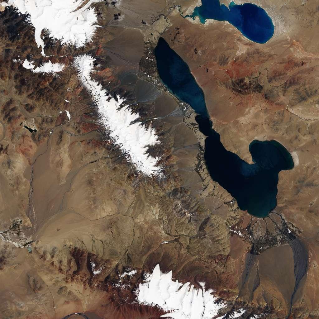 De situatie in juni. Afbeelding: Earth Observatory NASA.