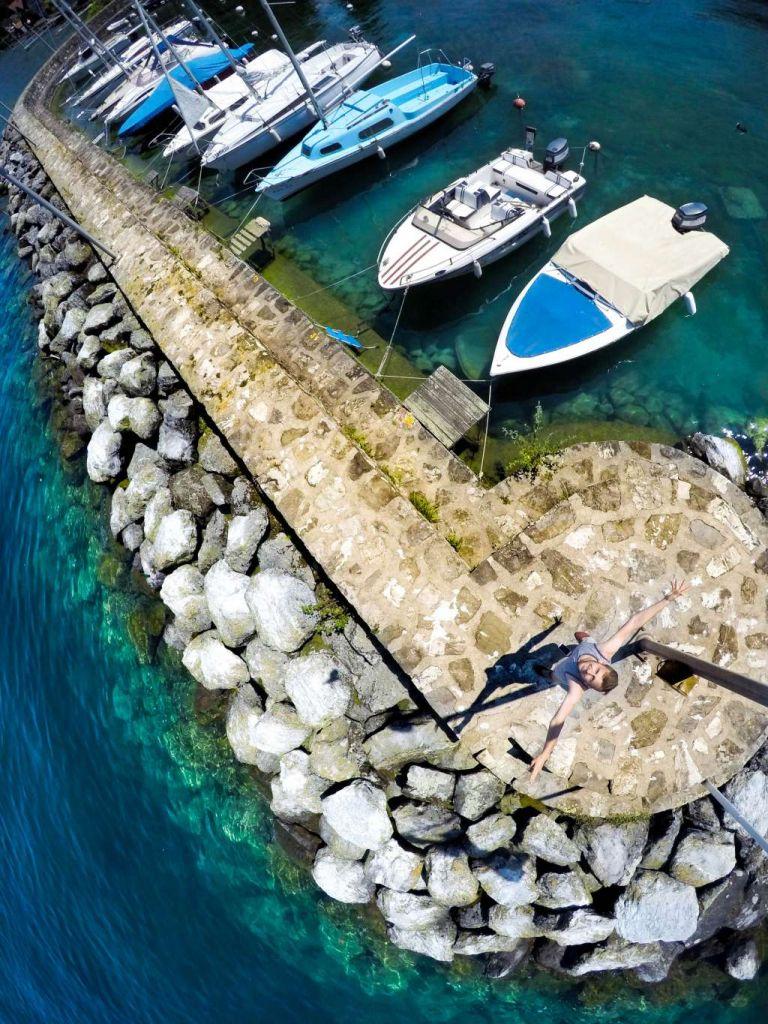 Valt de AER op de stenen of in het water? Je GoPro blijft ongedeerd.