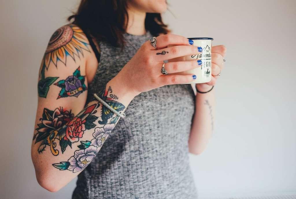 "Afbeelding: AnnieSpratt/<a href=""https://pixabay.com/en/tattoos-tattooing-arm-skin-1209589/"" rel=""noopener"" target=""blank"">Pixabay</a>"