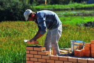 Wetenschappers maken bakstenen van schimmels: heel duurzaam én ze repareren zichzelf