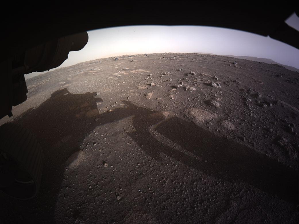 Dit is de eerste kleurenfoto van Perseverance op Mars (+ 3 andere foto's) - Scientias.nl