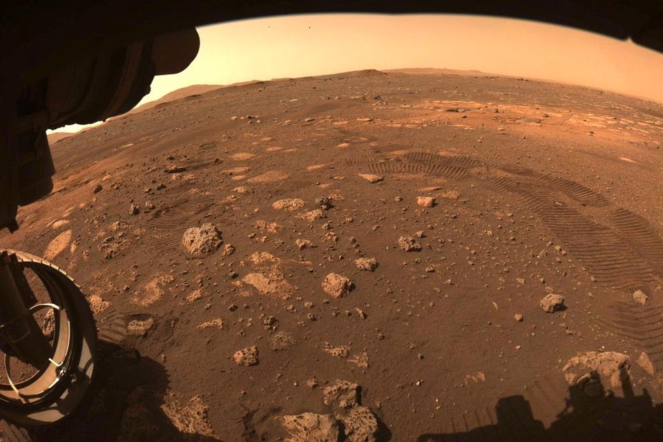 Marsrover Perseverance maakt zijn eerste meters op Mars - Scientias.nl